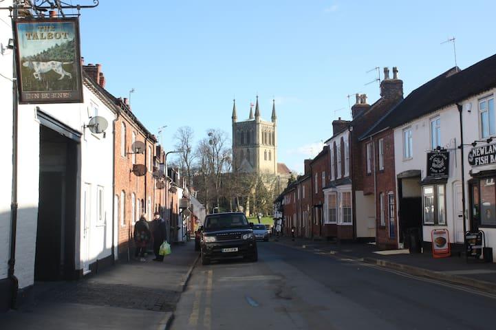 Market Town near Cheltenham & Worcester - Pershore - Hus