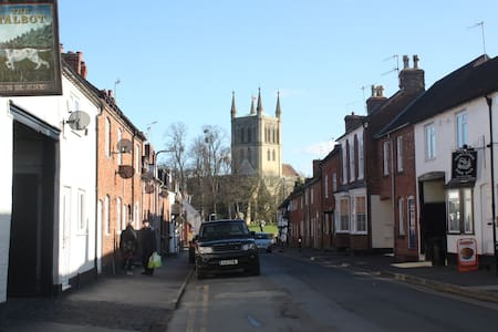 Market Town near Cheltenham & Worcs - Pershore - Dom