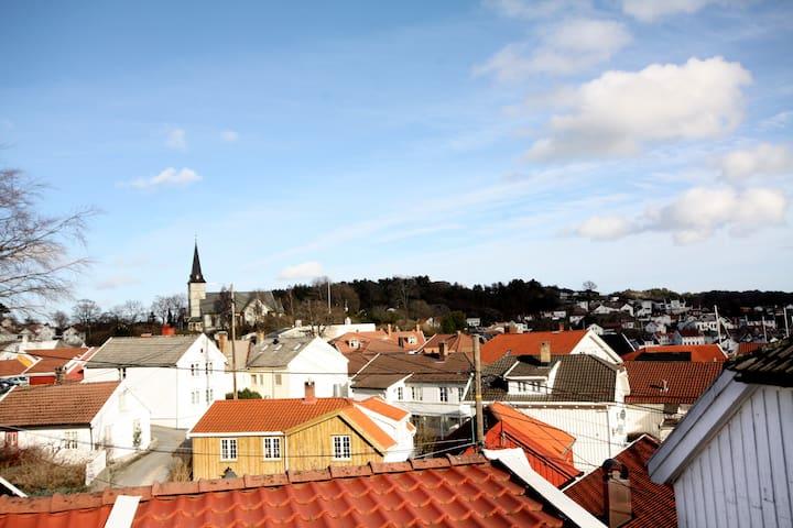 Sjarmerende sørlandshus m/terrasse - Grimstad - Casa