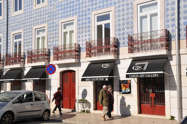 Prédio do Fernando Pessoa Sunny Apartment