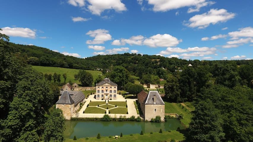 Castle ideally located to stay in Normandy