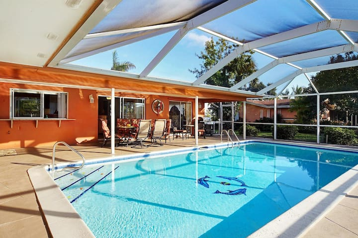 Wischis Florida Vacation Home - Dolphin Cove in Cape Coral