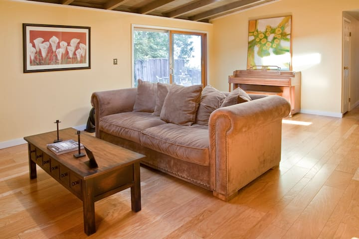 COZY ROOM IN A CABIN LIKE HOUSE ! - Walnut Creek - Huis
