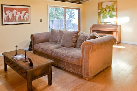 COZY ROOM IN A CABIN LIKE HOUSE ! - Walnut Creek - House