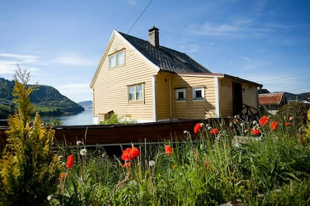 House with awesome sight and nature - Osterøy - Casa
