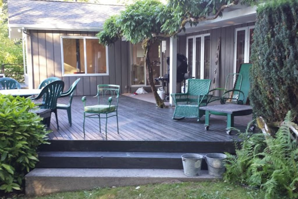 Wonderful large deck for eating, relaxing and entertaining outside. Lovely view of the water.