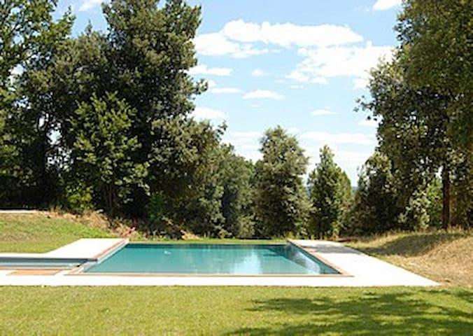 Piscina con lato basso per bambini/Pool with area narrow for kids