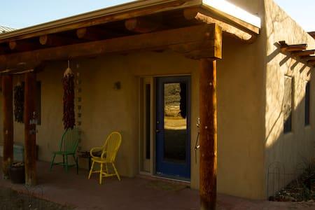 Charming, private North Valley Adobe Casita - Albuquerque - Altres