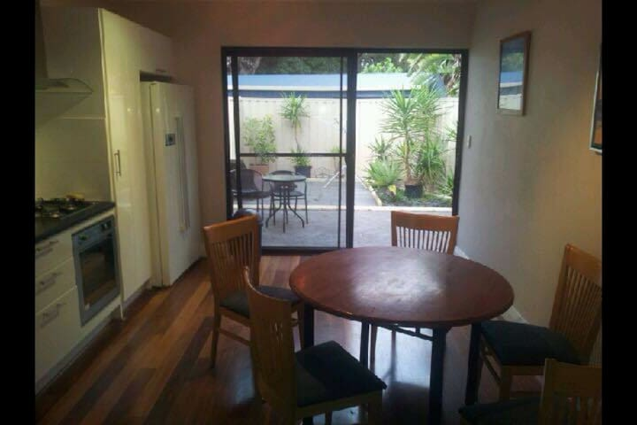 Private 2 bed in beautiful Floreat - Floreat - Hus