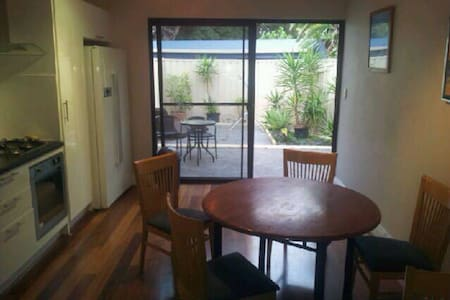 Private 2 bed in beautiful Floreat - Floreat - Rumah