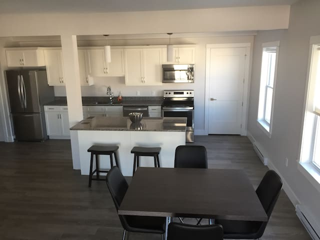 Downtown 2 bed & 2 bath in brand new building!