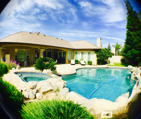 Gated 5️Paradise WIFI/AppleTV/Pool/Wash&Dry - Bakersfield - Haus