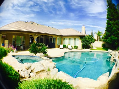 Gated 5⭐️Paradise WIFI/AppleTV/Pool/Wash&Dry - Bakersfield