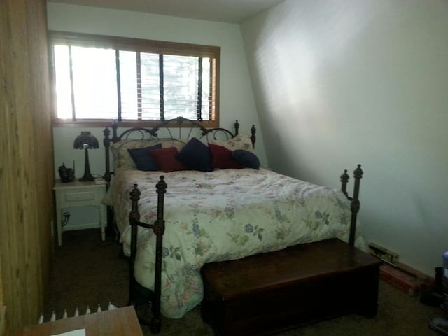Cozy room in 3 bedroom townhouse. Q bed. - Mammoth Lakes - Hus