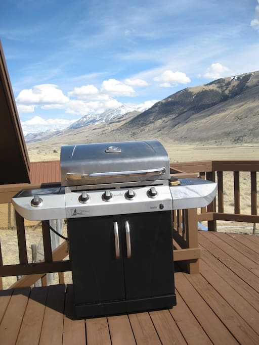 Grill with view of Emigrant Peak