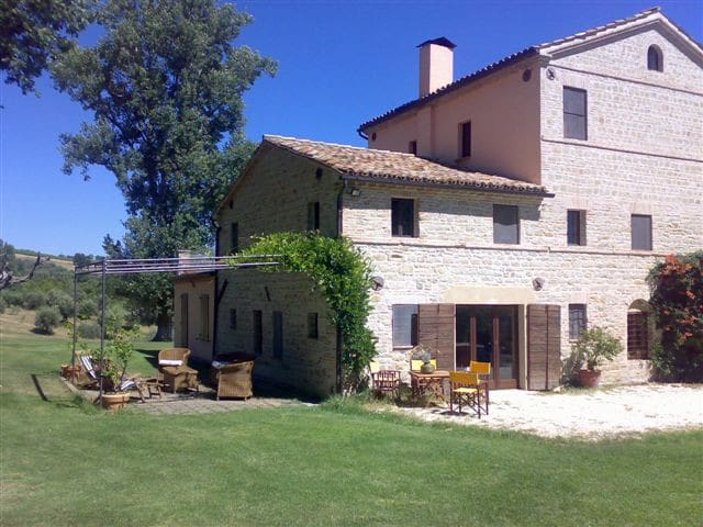 Casa colonica nelle Merche  - Monte Roberto - Bed & Breakfast