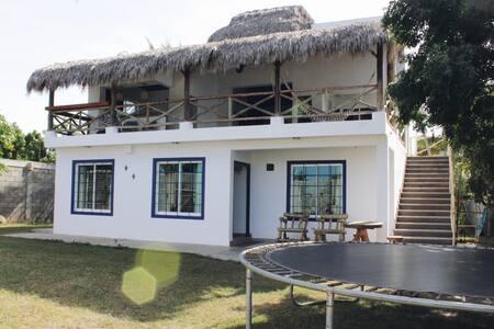"""Unidad B. Casa """"EL PARAÍSO"""" en Barras de Piaxtla"""
