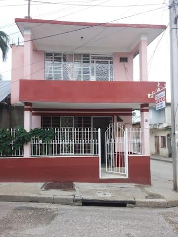 Hostal Santa Fe - Bayamo - บ้าน