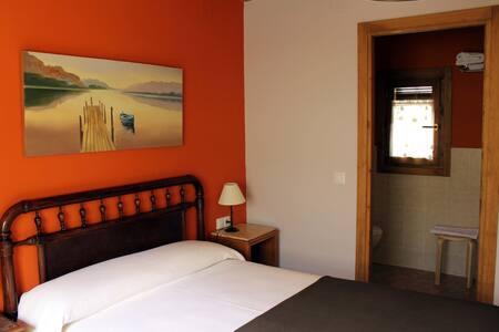 Hab. baño privado,tv,wifi,desayuno - Araguás del Solano - House