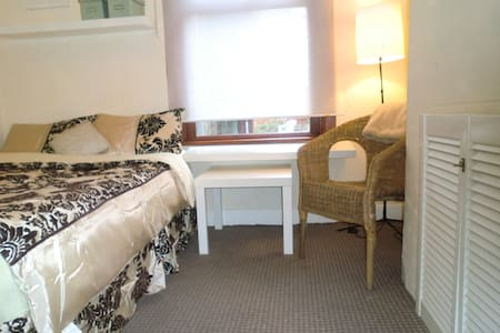 2. COMFORTABLE ROOM FOR TWO