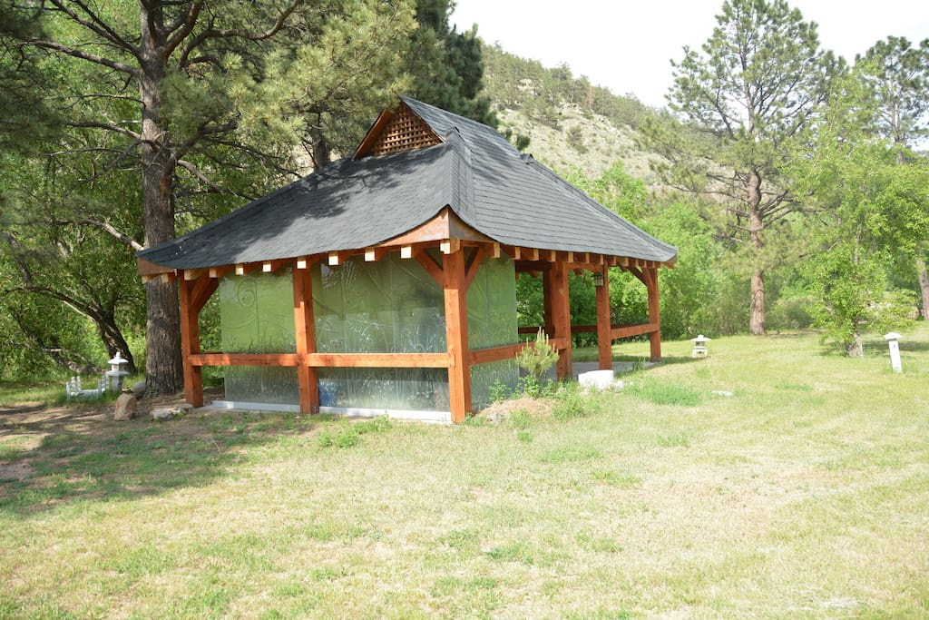 Mountain and river big families houses for rent in loveland for Loveland co cabin rentals