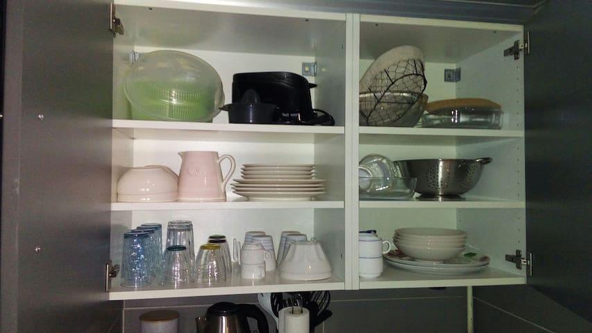 toute la vaisselle disponible...