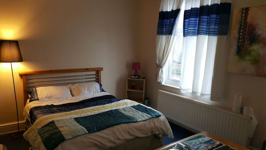 A double tidy room  for 2 people - Manchester - Flat
