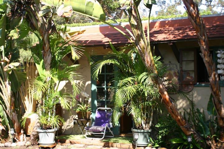 Garden Cottage near Sunset Cliffs - San Diego - Bed & Breakfast
