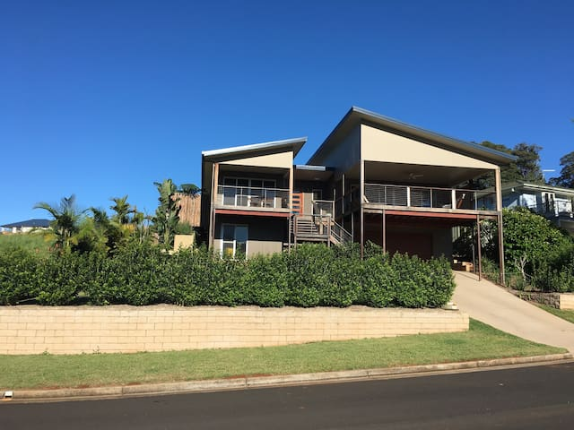 3 Bedroom, 2 Bathroom. Great view - Goonellabah - Huis