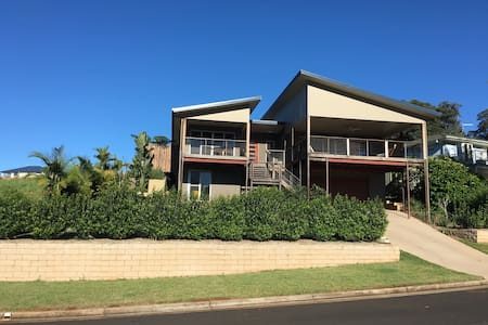 3 Bedroom, 2 Bathroom. Great view - Goonellabah