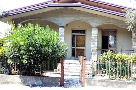 VilletTina Holidays House - シルミオーネ - 別荘