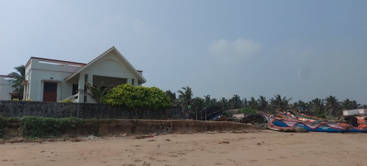 Aum Sea Villa: 3bhk with private beach