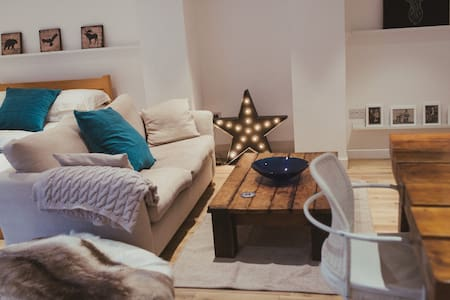 Spacious stylish self-contained apartment in Leeds