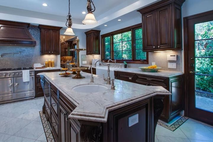 Luxury 7 Bedroom Villa!!