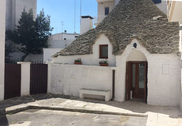 Trullo in the centre of Alberobello - Puglia
