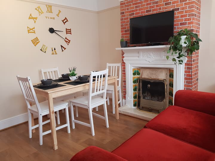 Entire 3 BED house Luton, clean and comfortable