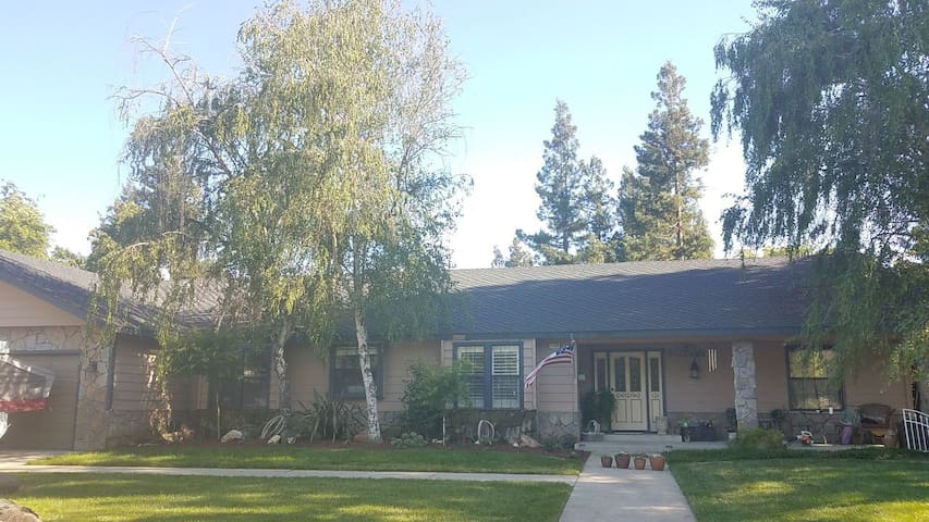Beautiful Custom Home in East Oakdale - Oakdale - Talo