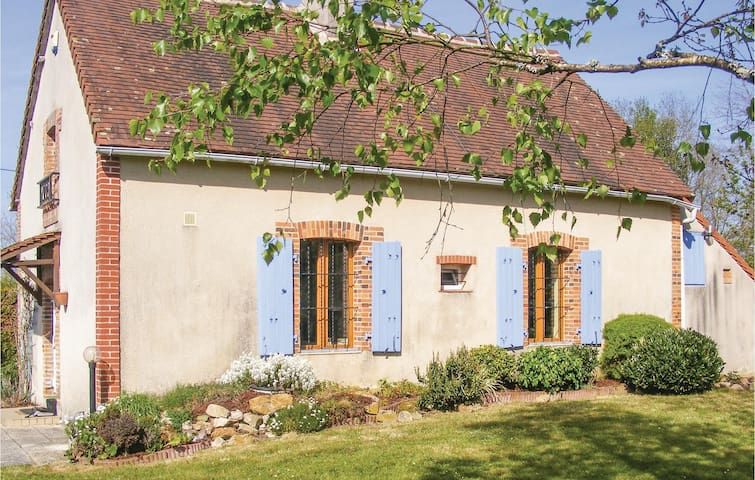Holiday cottage with 2 bedrooms on 70 m² in Prissac
