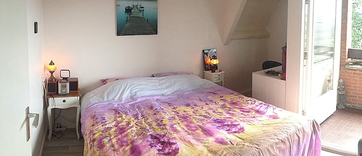 Large bedroom, Centrally situated