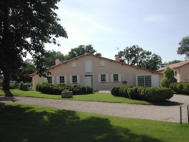 Convivialité , repos et bonheur à Belloc - Manciet - Casa
