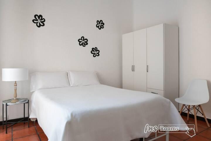 Venecia Gomérez - Triple. 1 cama matrimonial, 1 cama individual. Baño compartido - Tarifa estandar