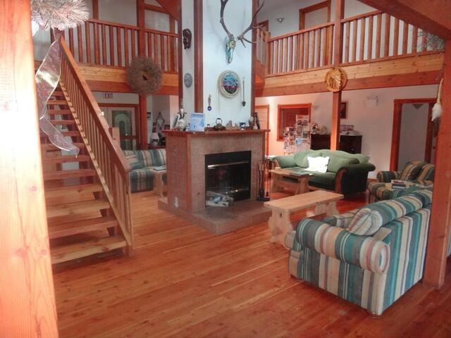 Alpine Meadows Lodge-Queen Room 2