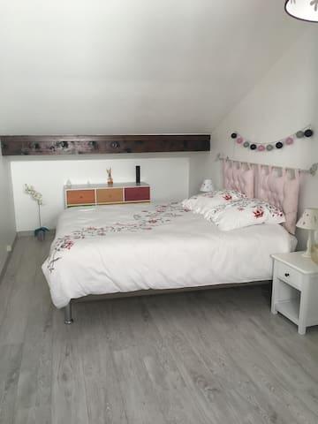 Chambre privée dans appartement duplex