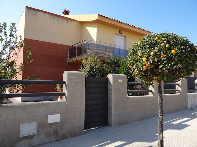 House - 500 m from the beach - L´Ampolla