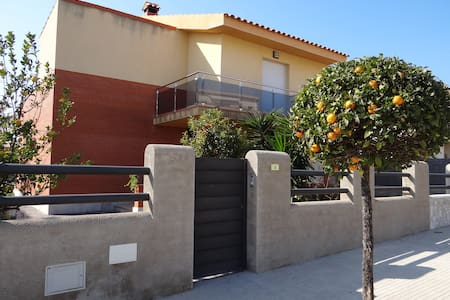 House - 500 m from the beach - L´Ampolla - House