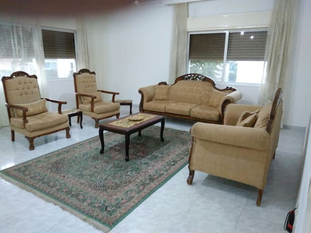 Spacious 3 bdrm flat with balcony - Amman - Byt