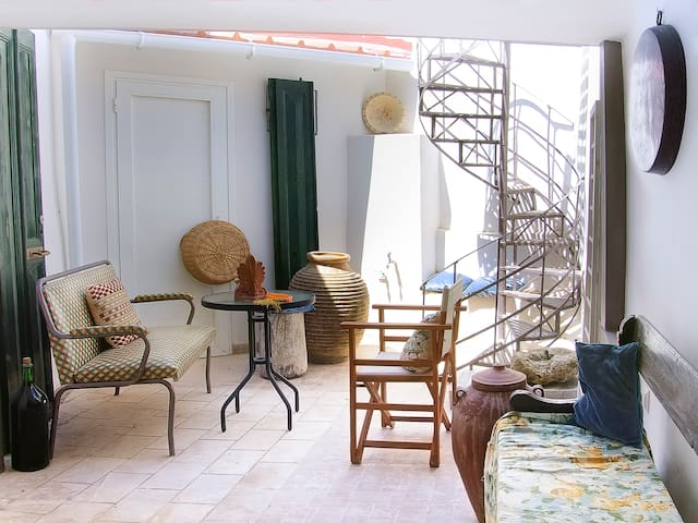 House1910 with veranda 3-Bedrooms (Surreal Villas)