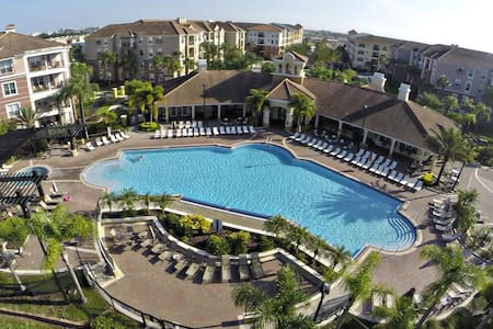 (44U) LUXURY*Near Universal*Pool*3 suites*Sleep 12
