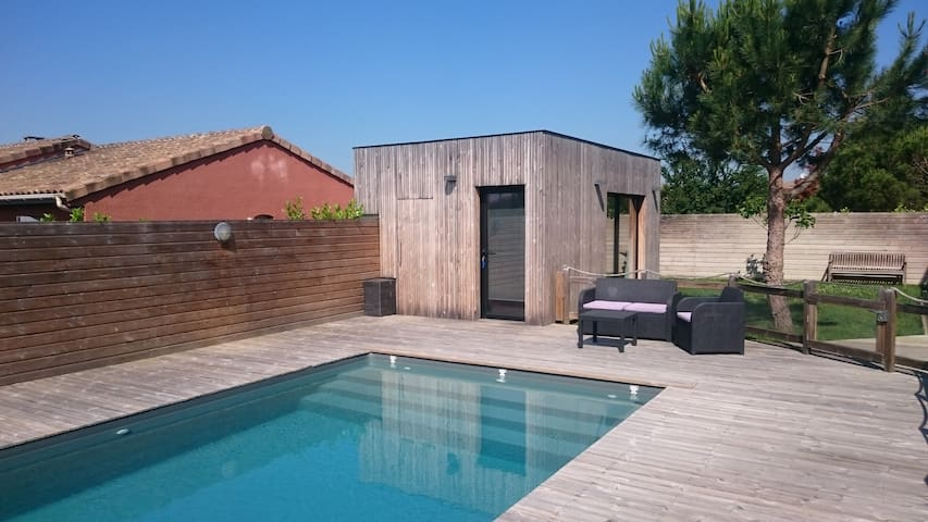 Modern Pool House-Studio  near  Toulouse/Airbus - Grenade - บ้าน