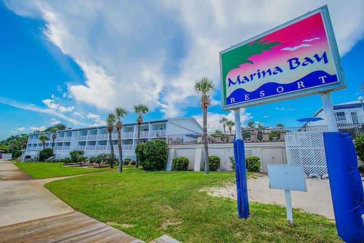 Amazing Waterfront Resort - Cozy Studio Apartment!